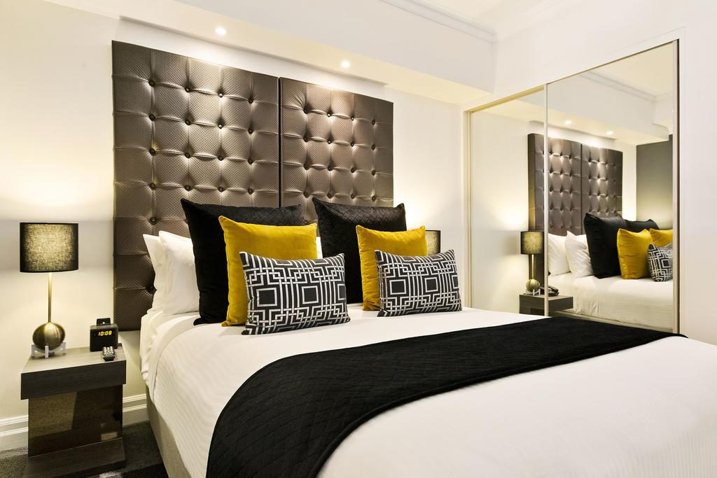 Where's the best place to stay in Sydney? Mantra 2 Bond Street Sydney bedroom