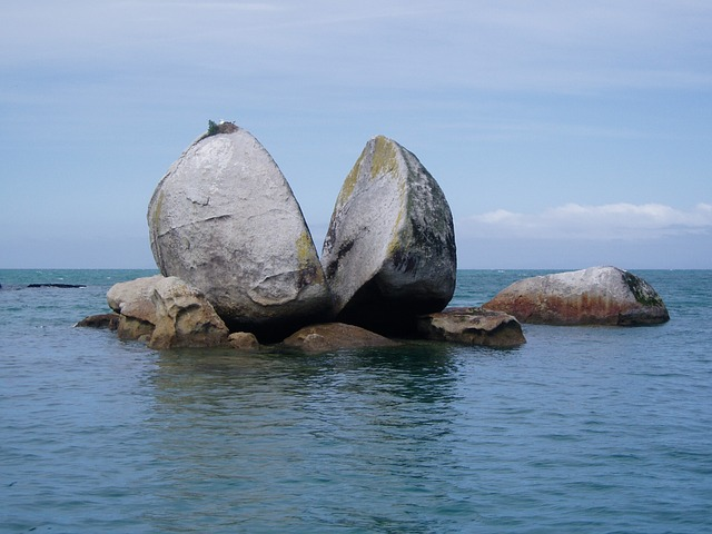 Split Apple Rock, Tasman Sea. Spiritual Retreats in New Zealand