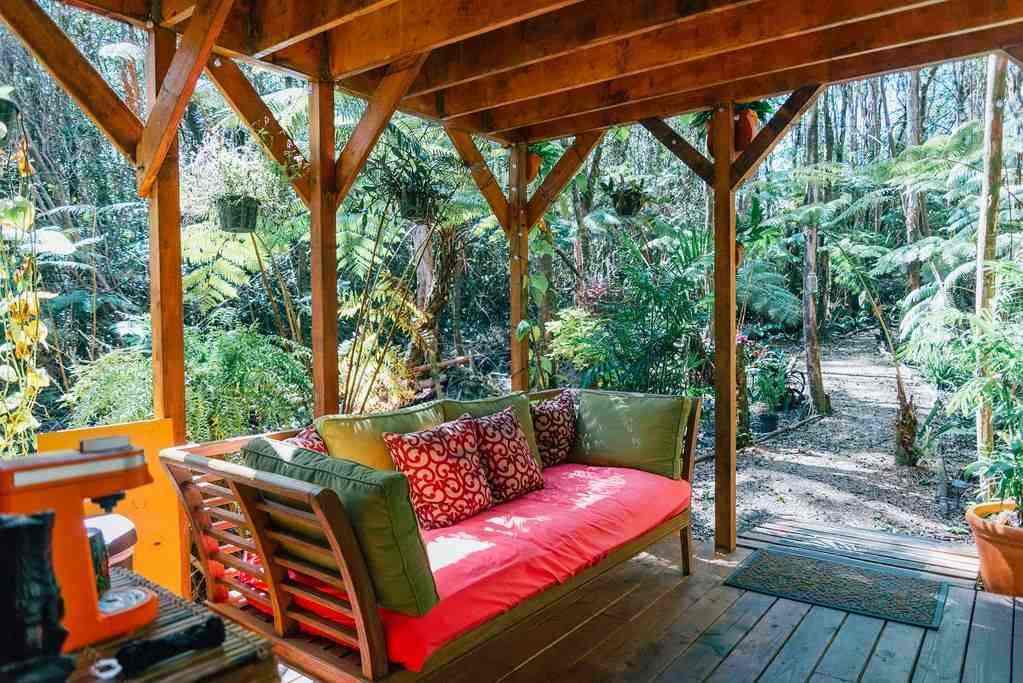 Eco-Friendly Tree House in Volcano Hawaii - downstairs Lanai