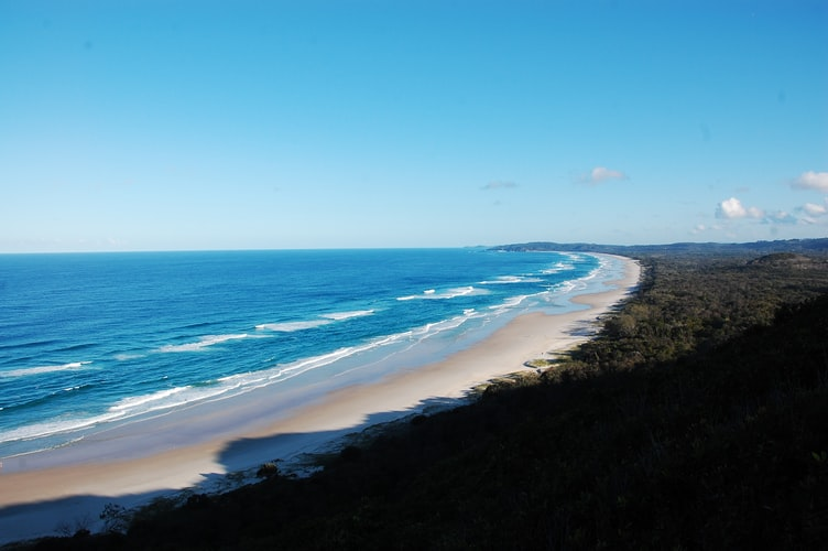 This image has an empty alt attribute; its file name is Byron-Bay.jpg