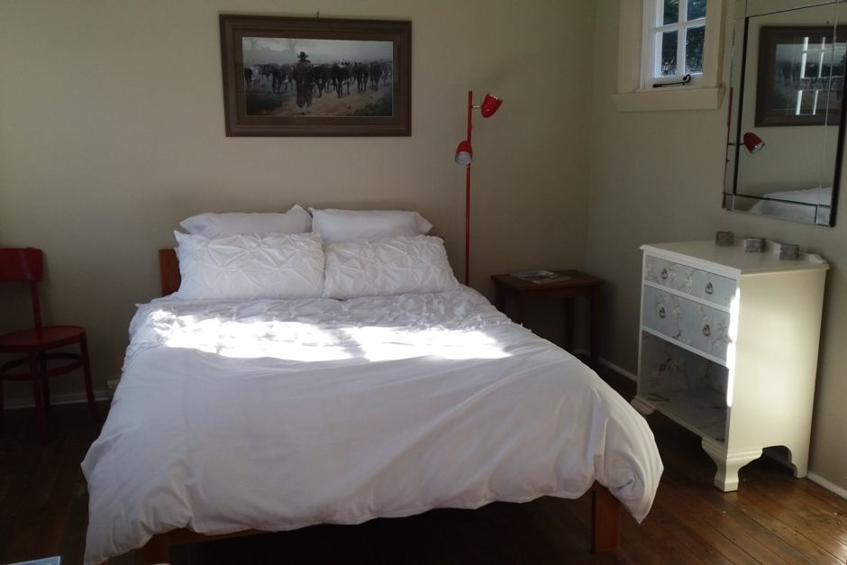 The Little Red School House Bedroom - Oamaru Bed and Breakfast
