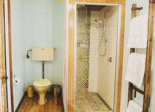 Pohutukawa Cottage Bathroom - Kaikoura Accommodation