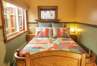 Pohutukawa Cottage Bedroom - Kaikoura Accommodation