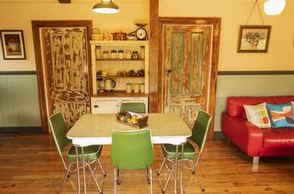 Pohutukawa Cottage Dining - Kaikoura Accommodation
