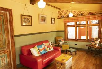 Pohutukawa Cottage Lounge - Kaikoura Accommodation