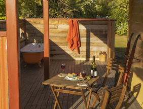 Pohutukawa Cottage Outdoor Bath - Kaikoura Accommodation