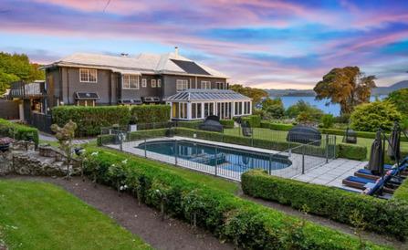 Black Swan Lakeside Boutique Hotel - unique accommodation Rotorua