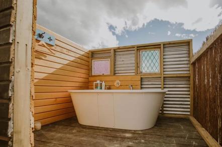 Appleby House and Rabbit Island Huts - outdoor bath
