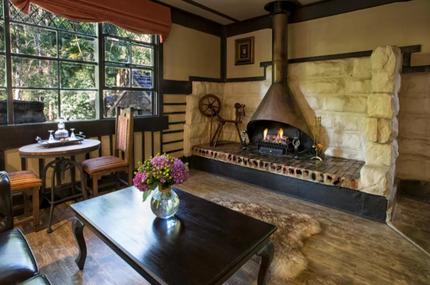 Aquila Nova Retreat Fireplace - The Danenongs Accommodation
