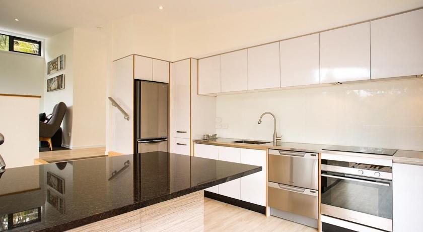 The Treehouse - Kaiteriteri Holiday Home Kitchen - Motueka Eco Accommodation