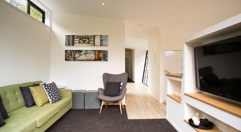 The Treehouse - Kaiteriteri Holiday Home Lounge - Motueka Eco Accommodation