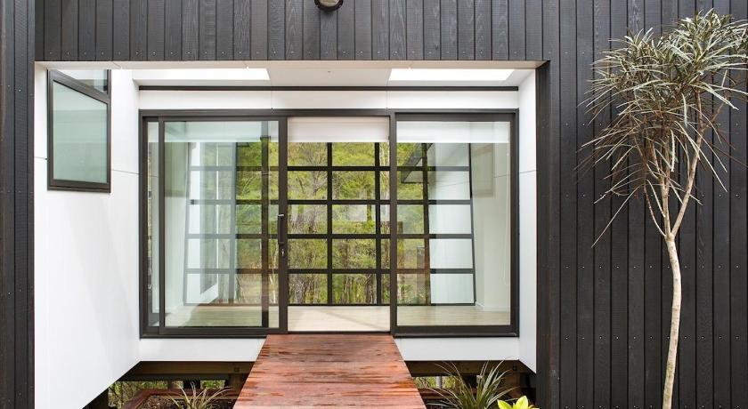 The Treehouse - Kaiteriteri Holiday Home - Motueka Eco Accommodation