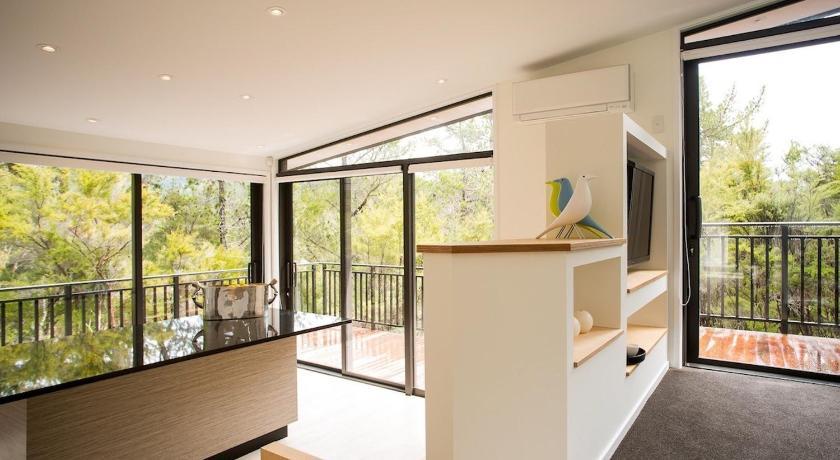 The Treehouse - Kaiteriteri Holiday Home Views - Motueka Eco Accommodation