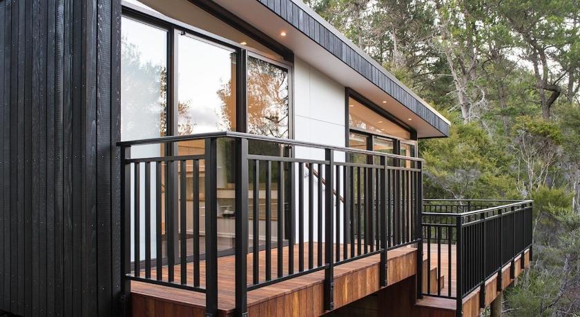 The Treehouse - Kaiteriteri Holiday Home in Trees - Motueka Eco Accommodation