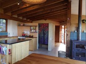 Unique eco home - treehouse retreat Kitchen