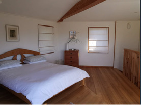 Unique eco home - treehouse retreat Upstairs Bedroom