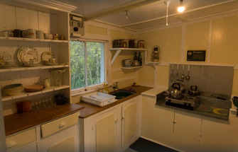 Bach 78 Islington Bay Kitchen - Rangitoto Accommodation