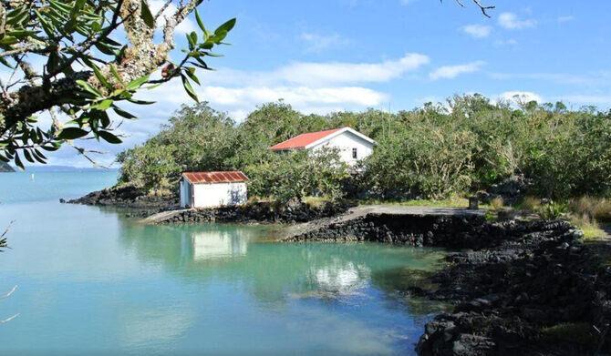 Bach 78 Islington Bay Rangitoto Island Accommodation