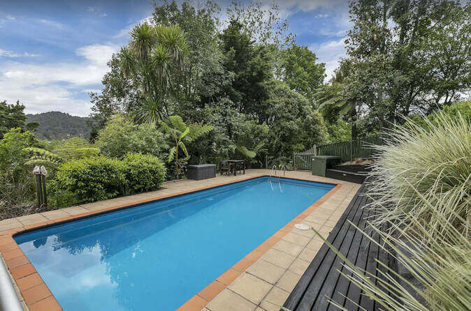 Chalet Rural Auckland Swimming Pool