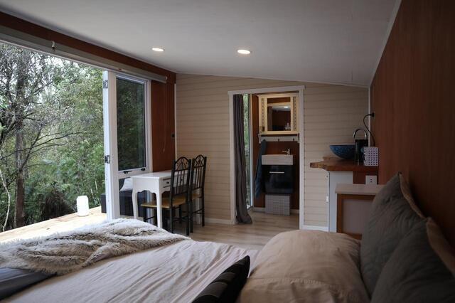Fantail Bush Chalet - Unique Auckland Accommodation