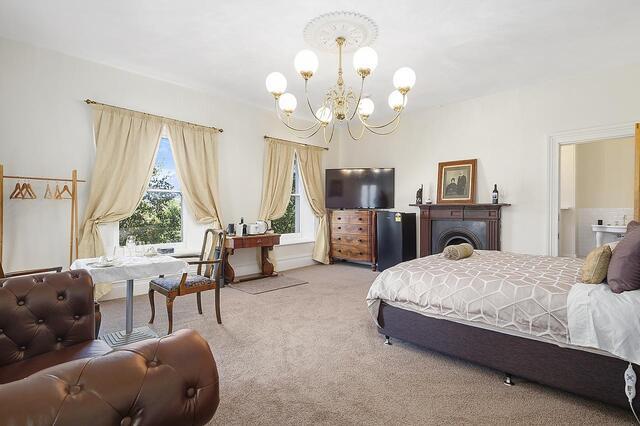 Claremont House Suite