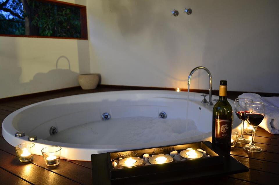 Hidden Valley Forest Retreat Spa Bath