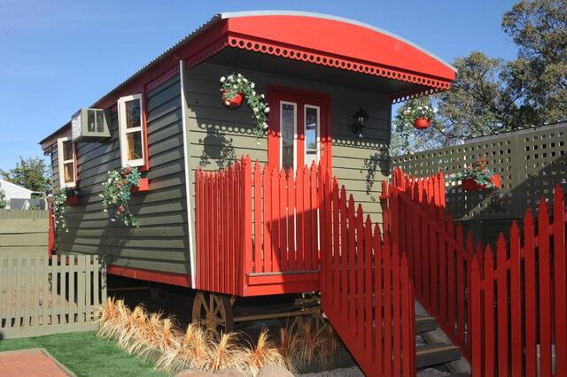 Echuca Gardens - Quirky Accommodation in Victoria