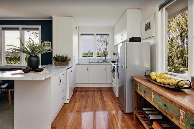 Vineyard Holiday Home Kitchen - Blenheim Vineyard Accommodation
