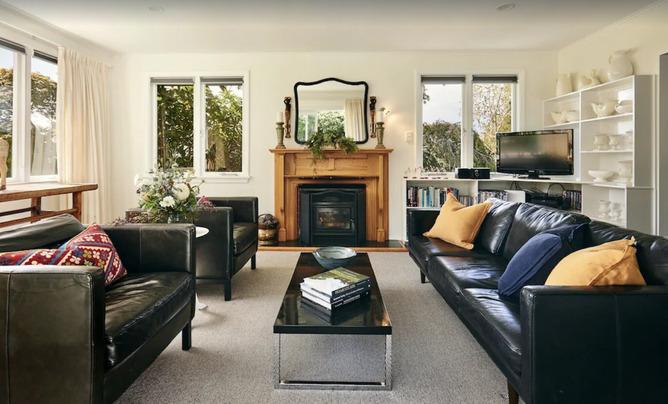 Vineyard Holiday Home Lounge - Blenheim Vineyard Accommodation