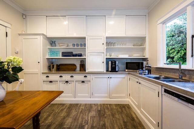 Deco Villa Kitchen Havelock North