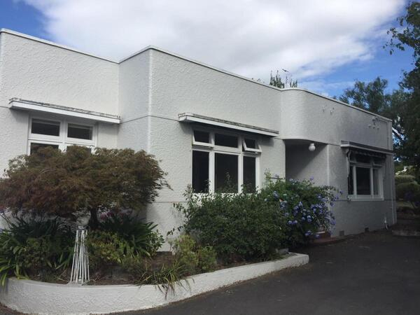Deco on Duart Art Deco Holiday Home in Havelock North