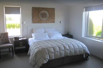 Luxury Holiday Set amongst the Vines - Blenheim Vineyard Accommodation