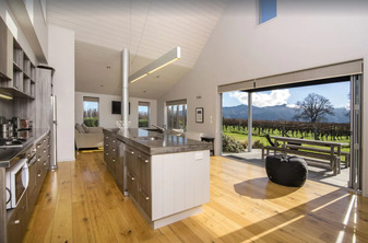 Luxury Home Set Amongst the Vines - Blenheim Vineyard Accommodation